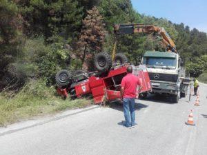 Τούμπαρε πυροσβεστικό όχημα στη Χαλκιδική [pics]