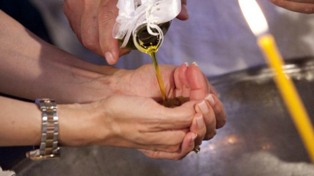 Κρήτη: Δύσκολοι καιροί για βαπτίσεις – Βάζουν αγγελίες σε εφημερίδες για νονούς! | Newsit.gr