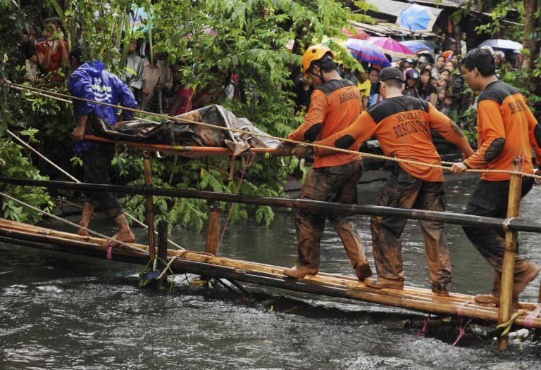 Εντεκα νεκροί μετά απο κατάρρευση τοίχου- ΦΩΤΟ | Newsit.gr