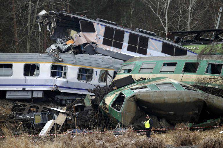 Τραγωδία στην Πολωνία – 15 οι  νεκροί απο τη σύγκρουση τρένων | Newsit.gr