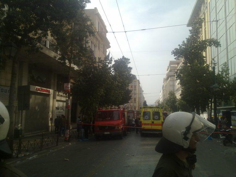 Το NewsIt έξω από τη Marfin – Στο νεκροτομείο μεταφέρονται οι σοροί των τριών θυμάτων | Newsit.gr
