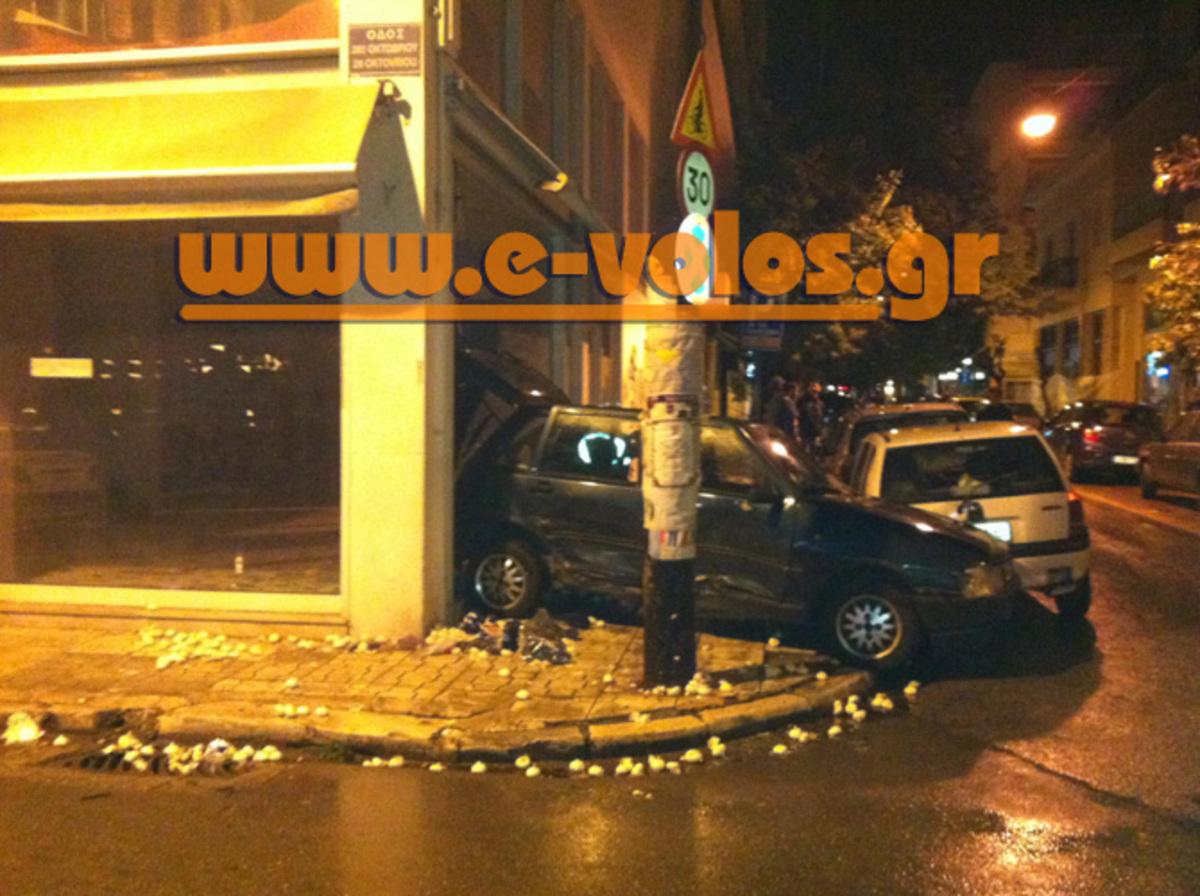 Βόλος: Έκανε σκόνη και θρύψαλα τη βιτρίνα για να παρκάρει – Δείτε φωτογραφίες!   Newsit.gr
