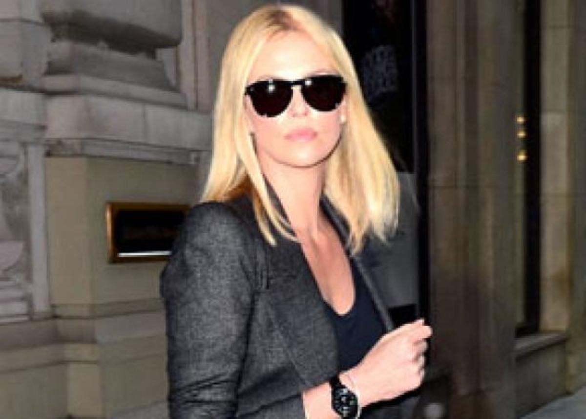Moυ αρέσει το στιλ της Charlize Theron! Τί φόρεσε; | Newsit.gr