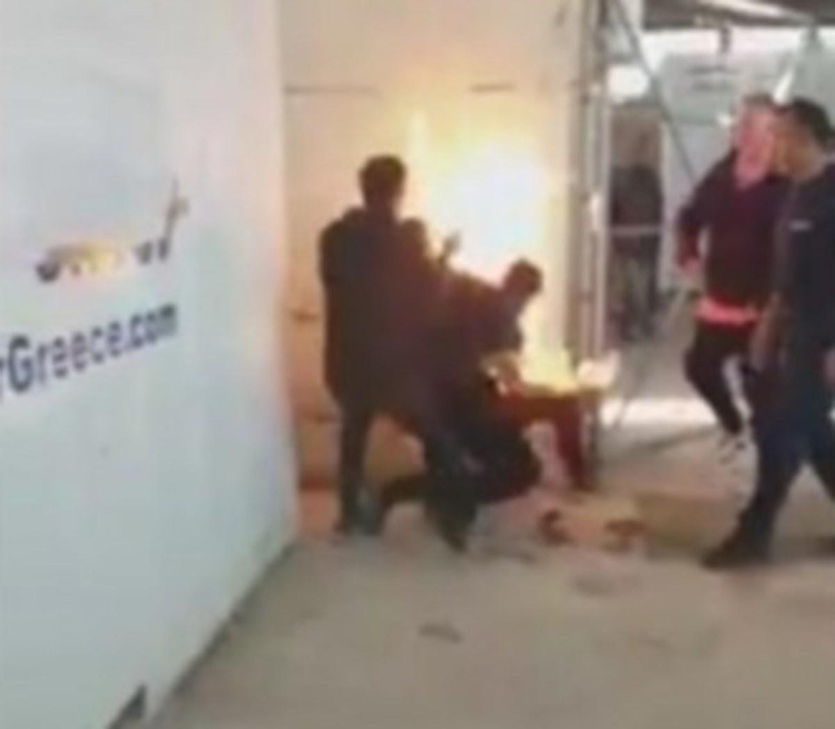Χίος: Χαροπαλεύει ο πρόσφυγας που αυτοπυρπολήθηκε – Σε νοσοκομείο και ο τραυματισμένος αστυνομικός!