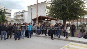 Λαμία: Αποχή μαθητών λόγω προσφυγόπουλων – Οι γονείς μαζεύουν υπογραφές για να διώξουν τον διευθυντή!