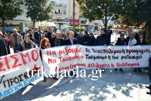 Τρίκαλα: »Θερμή» υποδοχή στη Ράνια Αντωνοπούλου – Προσπάθησαν να μπουν στο δημαρχείο [pic, vid]