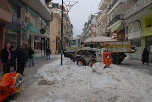Καιρός: Μεταφέρουν το χιόνι με φορτηγά – Παραμένει στα λευκά η Φλώρινα [pics]