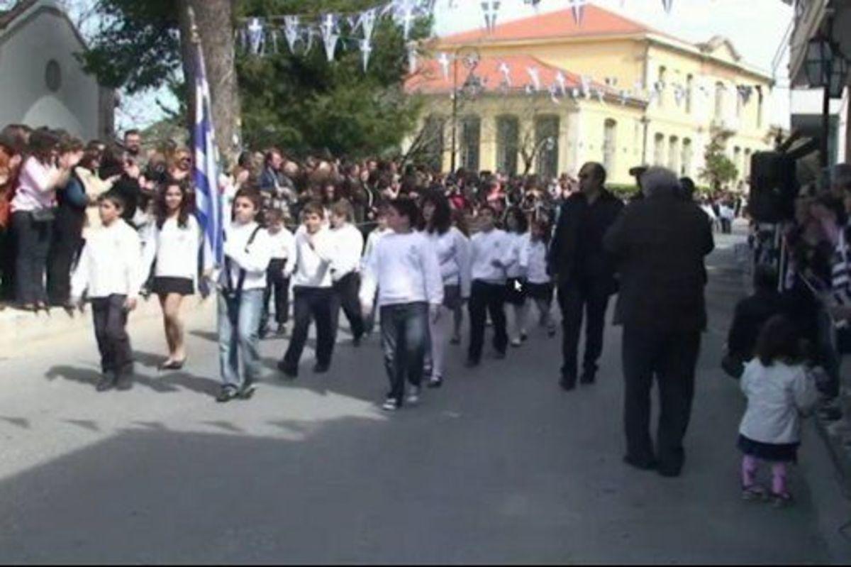 Ηράκλειο: Για ποιο λόγο λέτε ότι δεν έκανε παρέλαση ένα δημοτικό σχολείο;   Newsit.gr