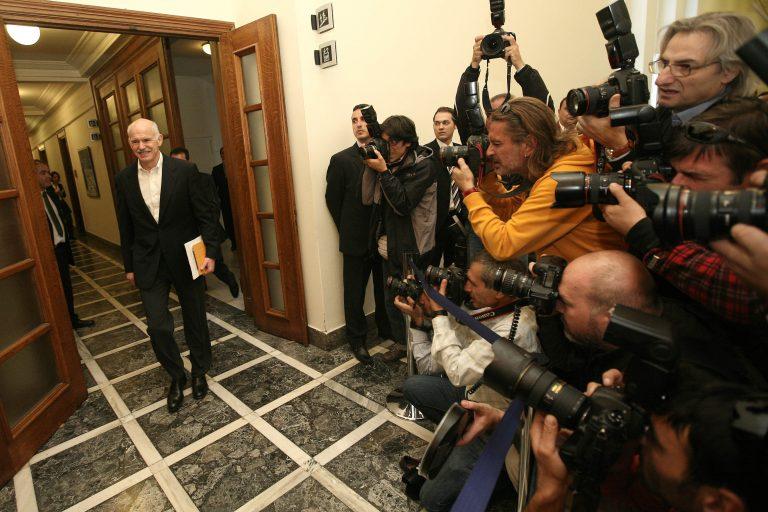 Χωρίς γραβάτα στο «τελευταίο υπουργικό» ο Παπανδρέου – Δείτε φωτό | Newsit.gr