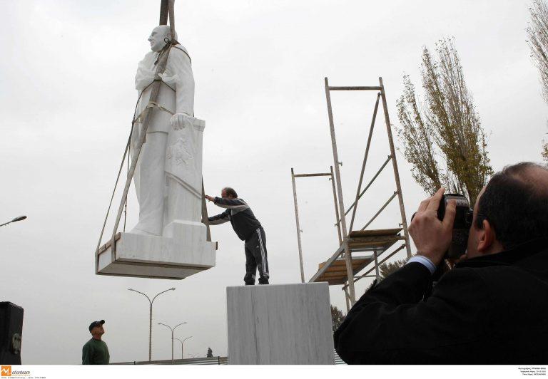 Τοποθετήθηκε ο αδριάντας του Κ. Καραμανλή στη Θεσσαλονίκη | Newsit.gr
