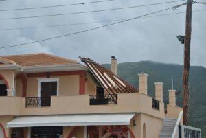 Ζάκυνθος: Ανεμοστόβιλος ξήλωσε σκεπή και έριξε δέντρα – Ζημιές σε Λαγανά, Τσιλιβί και Βασιλικό [pics]