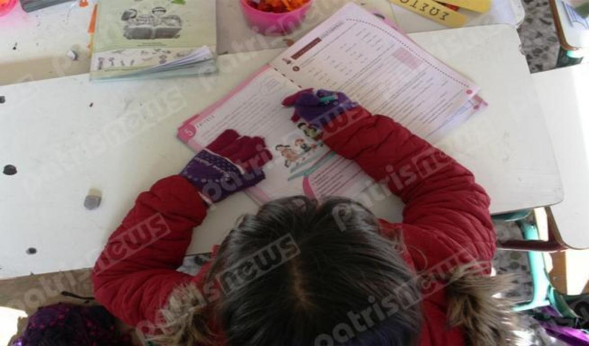 Ηλεία: Κάνουν μάθημα με μπουφάν και γάντια – Χωρίς πετρέλαιο το σχολείο [pics] | Newsit.gr