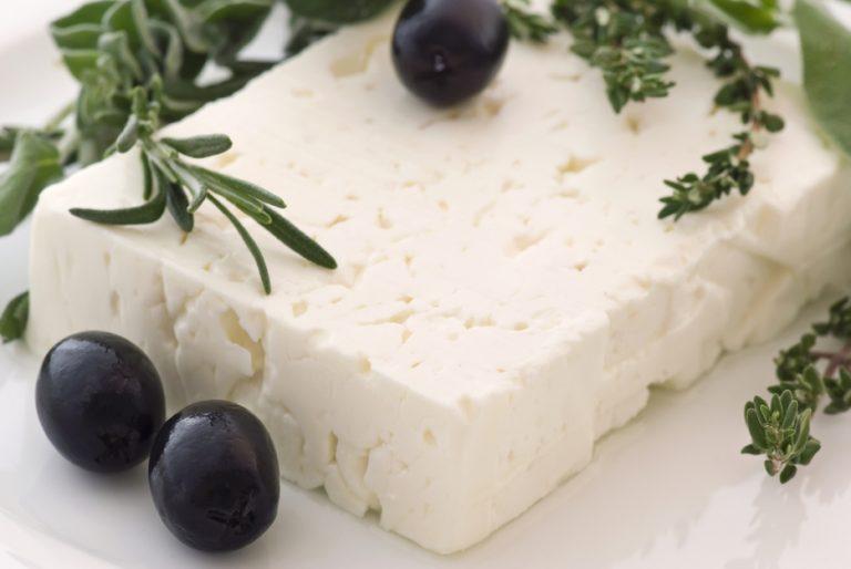 Φέτα: Διατροφικά στοιχεία για το εθνικό μας τυρί – Τι προσφέρει και τι κινδύνους κρύβει | Newsit.gr