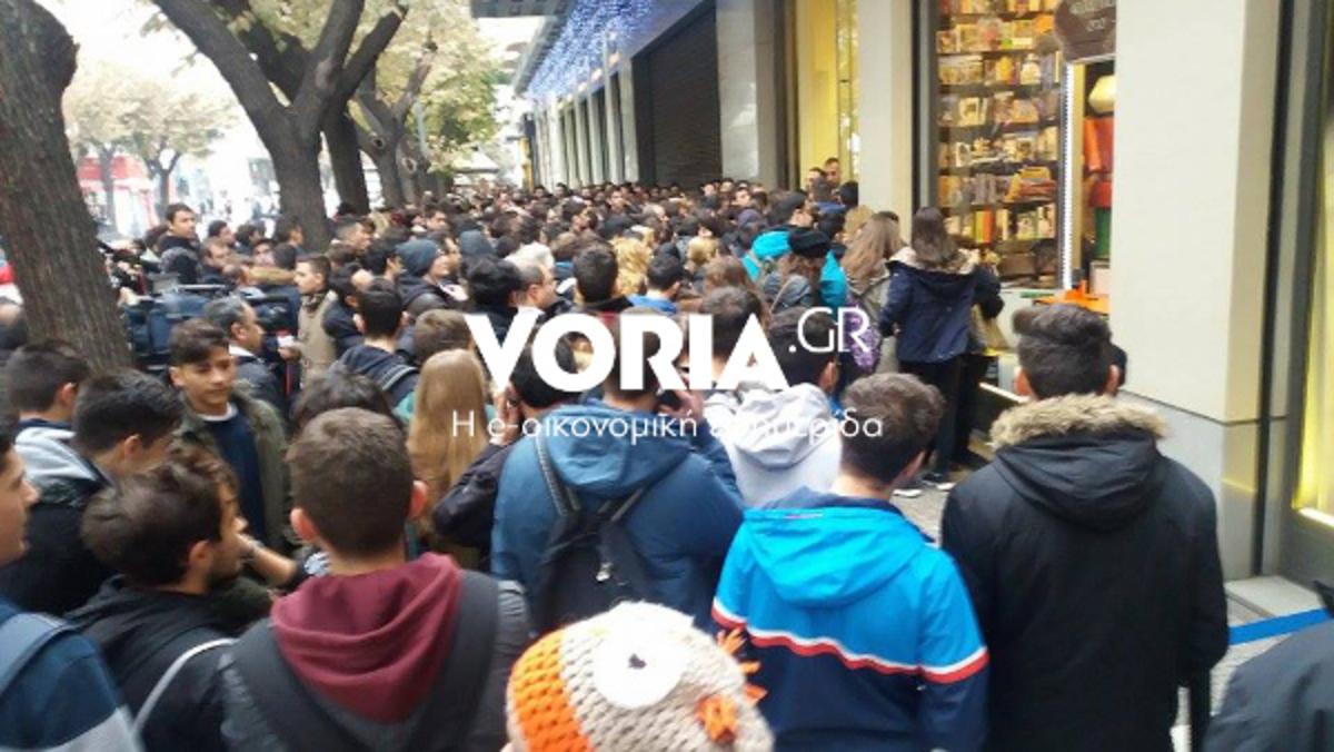 Black Friday: Ατελείωτες ουρές στη Θεσσαλονίκη – Μάχη για μια καλύτερη θέση [pics, vids] | Newsit.gr