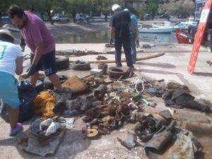 Πάτρα: Από χαλάκια μέχρι λάστιχα αυτοκινήτων – Δείτε τι έβγαλαν δύτες που βούτηξαν στη θάλασσα [pics]