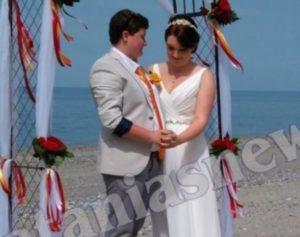 Χανιά: Ο γάμος δύο γυναικών που ρίχνει το facebook – Παντρεύτηκαν στην αγαπημένη τους παραλία [pics, vid]