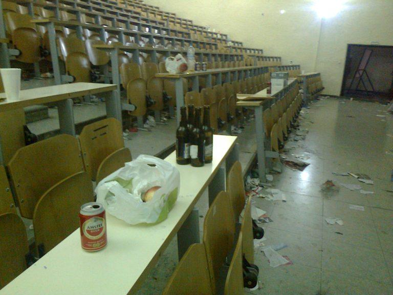 Απίστευτη καταγγελία καθηγητή: Μπαχαλάκηδες ξαναγέμισαν με σκουπίδια το ΑΠΘ! | Newsit.gr