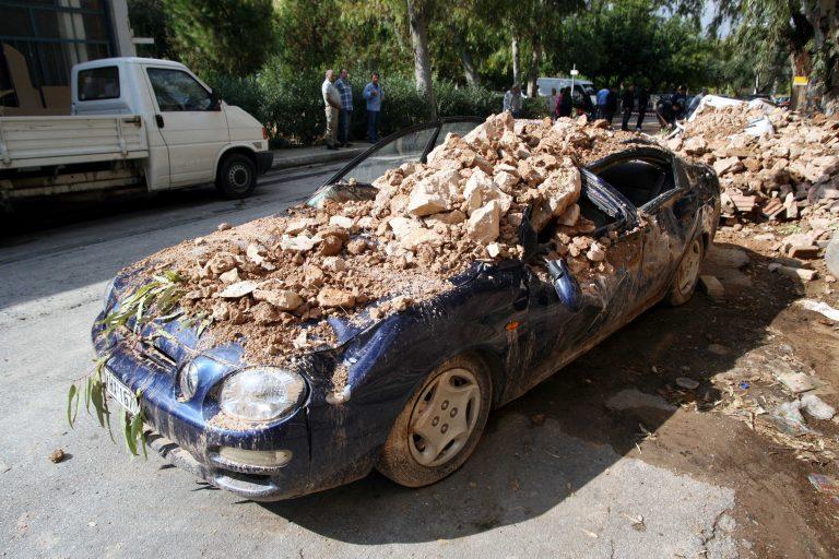 Ηράκλειο: Πετούσε πέτρες και μπουκάλια σε αυτοκίνητα!   Newsit.gr