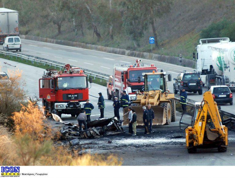 Θεσσαλονίκη: Στις φλόγες βυτιοφόρο, μετά από μετωπική με φορτηγό! | Newsit.gr