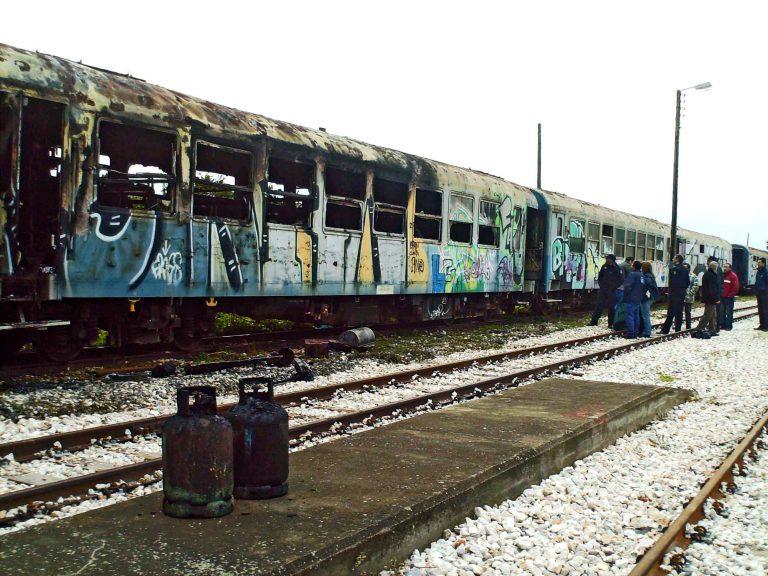 Πάτρα: Τα παλιά βαγόνια κρύβουν… μετανάστες! | Newsit.gr