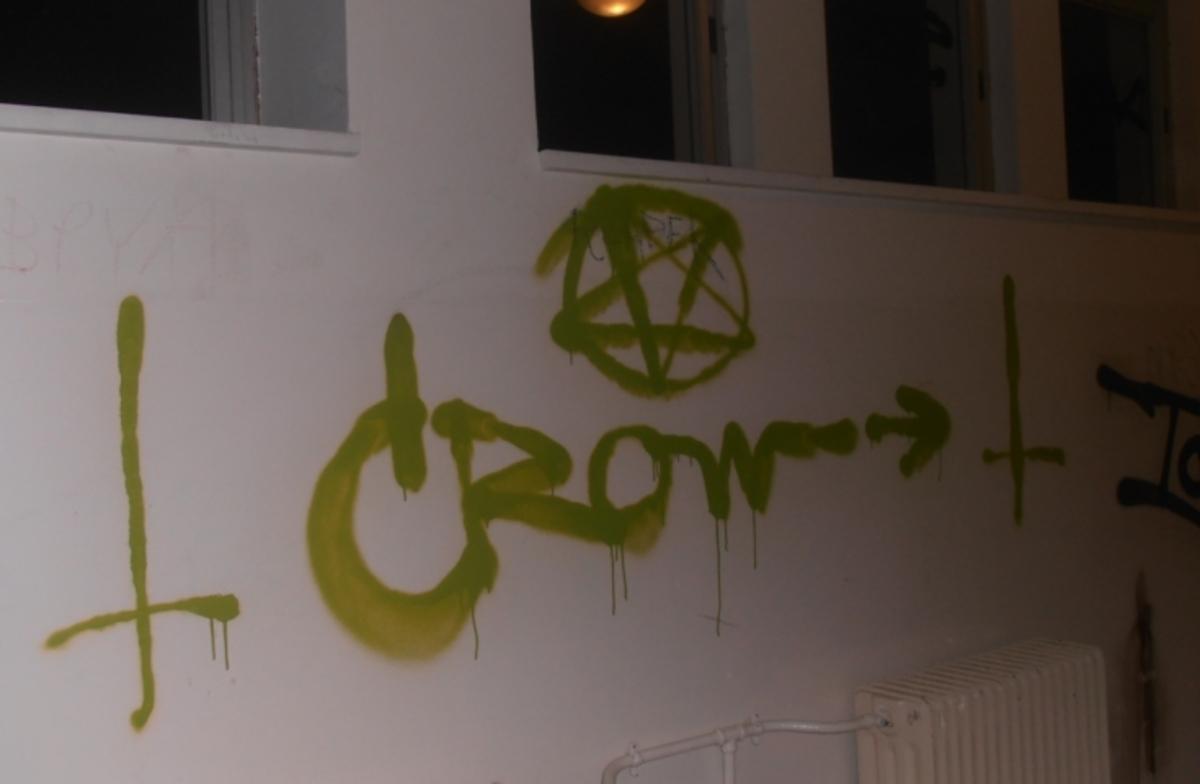 Πάτρα: Εισβολή βανδάλων σε σχολείο – Έβαψαν τοίχους και έσπασαν παράθυρα! | Newsit.gr
