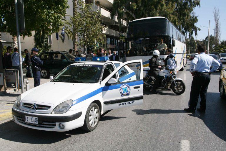 Ηράκλειο: »Γάζωσαν» τουριστικό λεωφορείο, κοντά σε αστυνομικό τμήμα! | Newsit.gr