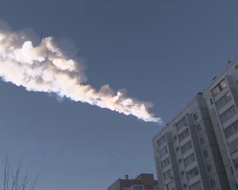 Συγκλονιστικό video: μετεωρίτες πέφτουν στη Γη! – Τραυματισμοί και υλικές ζημιές στη Ρωσία | Newsit.gr