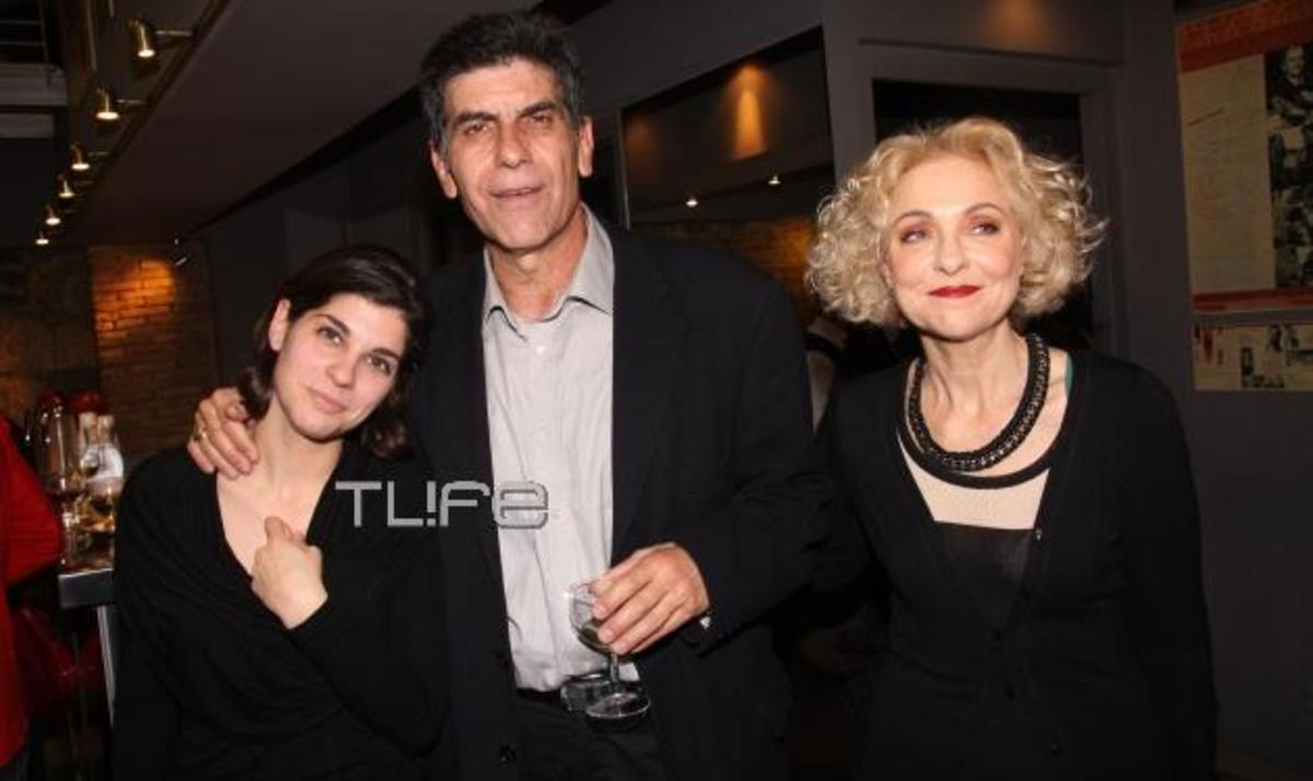 Γ. Μπέζος: Στη σκηνή μαζί με την κόρη του Ηρώ! Δες ποιοι πήγαν στην επίσημη πρεμιέρα | Newsit.gr