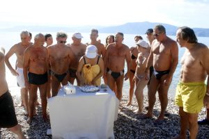 Ναύπλιο: Κοπή πίτας με βουτιές για τους χειμερινούς κολυμβητές [pics, vis]