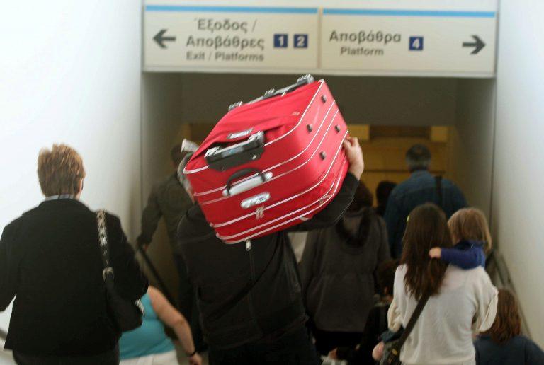 Πάτρα: Τον συνέλαβαν για αυτά που έκρυβε στη βαλίτσα του! | Newsit.gr