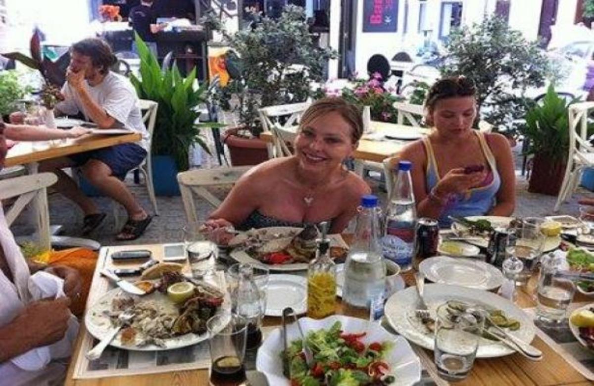 Η Ορνέλα Μούτι στην Κρήτη! | Newsit.gr