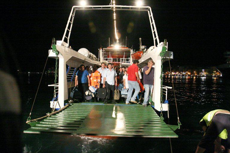 Πάρος: Προσάραξη τουρκικής θαλαμηγού σε βραχονησίδα   Newsit.gr