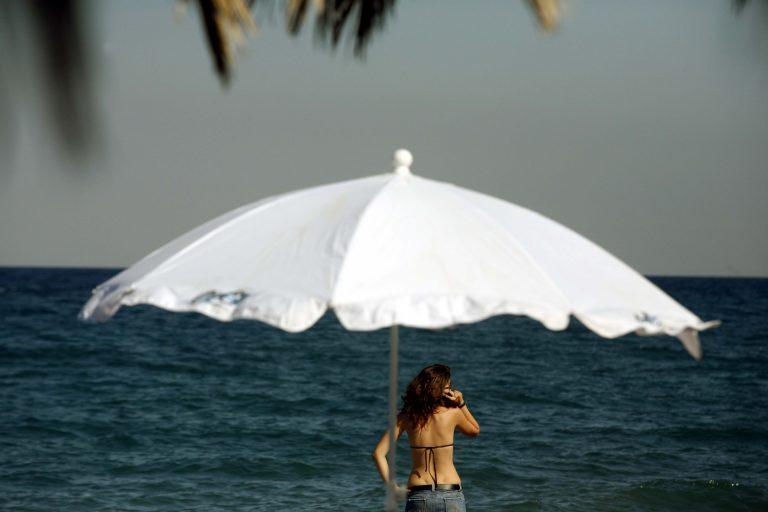 Χτυπήθηκαν με ομπρέλες θαλάσσης! – Δημοτικός παράγοντας του Λασιθίου κατέληξε στο τμήμα | Newsit.gr