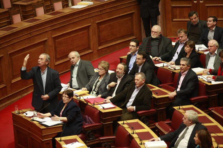 Ο βουλευτής Μαυρίκος πέταξε το μνημόνιο στα πόδια του Βενιζέλου – ΒΙΝΤΕΟ | Newsit.gr