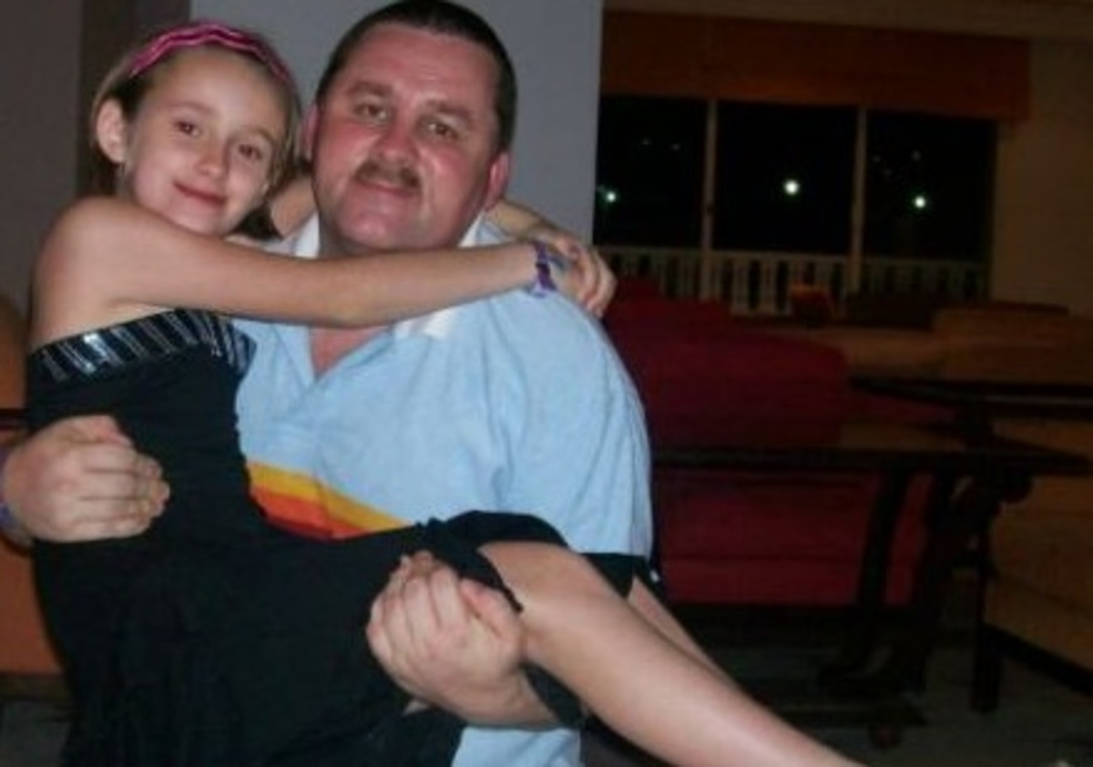 12χρονο κοριτσάκι πεθαίνει στα χέρια του πατέρα της | Newsit.gr