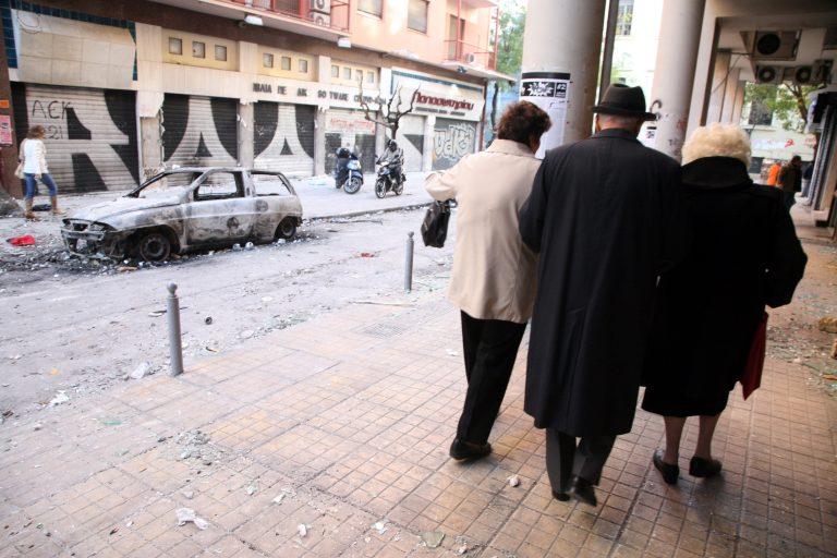 Θεσσαλονίκη: Άγρια επίθεση σε ηλικιωμένο για 200 ευρώ! | Newsit.gr
