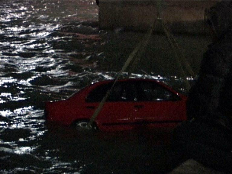 Θεσσαλονίκη: »Βουτιά» θανάτου με αυτοκίνητο στη θάλασσα της Ν.Μηχανιώνας! | Newsit.gr
