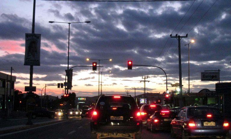 Θεσσαλονίκη: Σταμάτησε στο φανάρι και τον έκλεψαν! | Newsit.gr