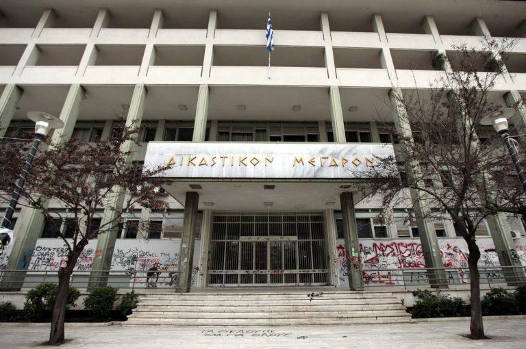 Λάρισα: Δικάζονται με τον αντιτρομοκρατικό νόμο 11 ανήλικοι | Newsit.gr