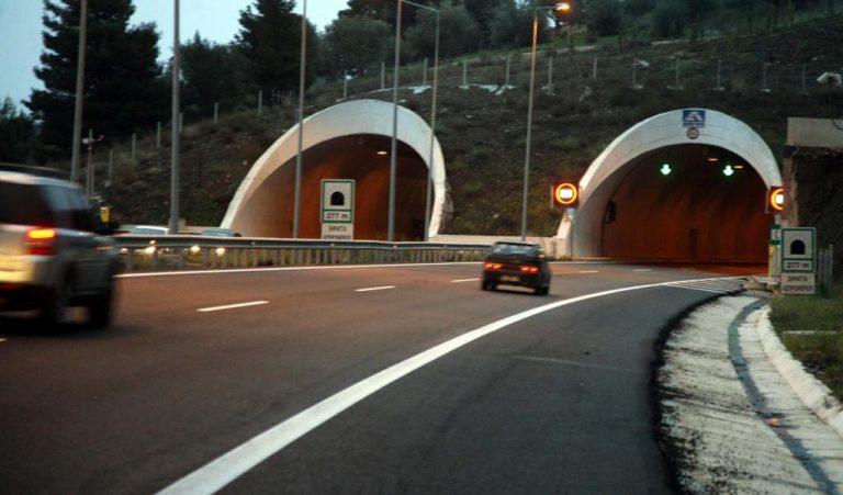 Φθιώτιδα: Αυτοκίνητο λαμπάδιασε σε σήραγγα της ΠΑΘΕ!   Newsit.gr