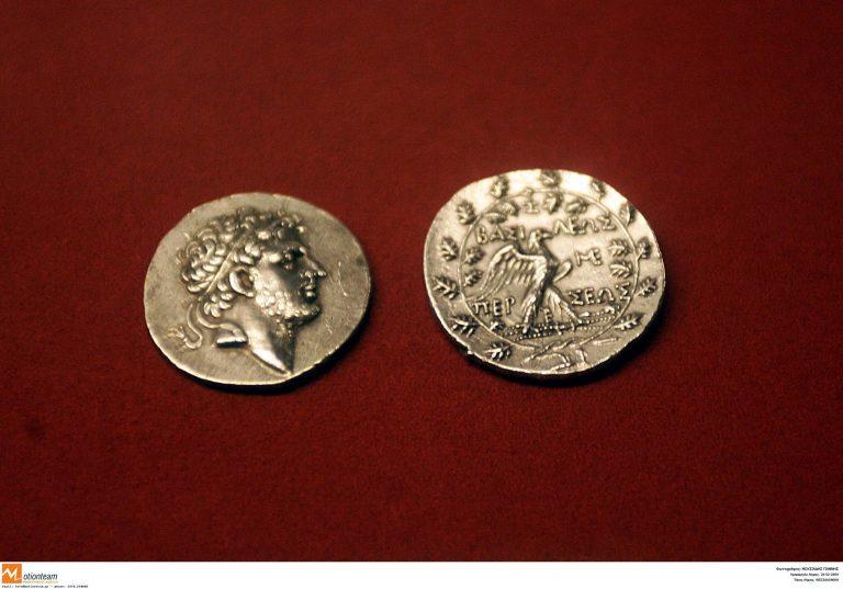 Σπάρτη: Πήγαν να πουλήσουν σε αστυνομικούς αρχαία νομίσματα! | Newsit.gr