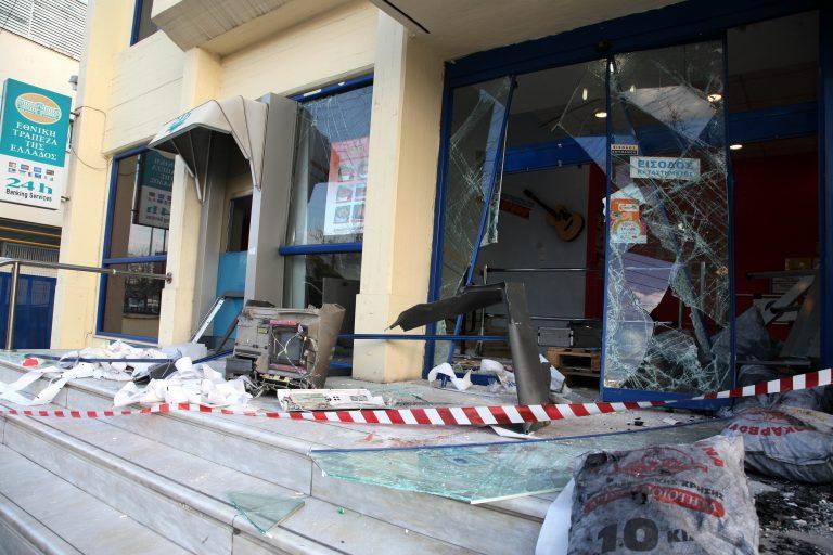 Κορινθία: Έφυγαν με το ΑΤΜ του δημαρχείου! | Newsit.gr