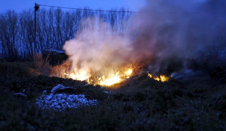 Ημαθία: Φωτιά σε χωματερή της Βέροιας | Newsit.gr
