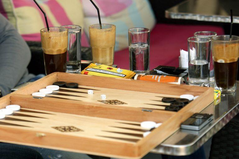 Χανιά: Η καφετέρια δεν σέρβιρε μόνο καφέ τα βράδια… | Newsit.gr