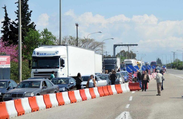 Πάτρα: Νταλίκα παρέσυρε και τραυμάτισε μετανάστη – Δείτε το βίντεο | Newsit.gr