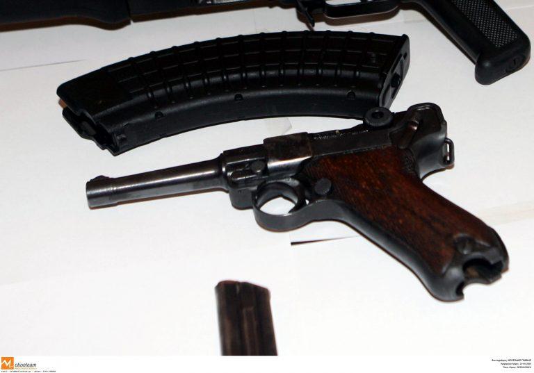 Βοιωτία: Κάτω από το κάθισμα του συνοδηγού, όπλο και γεμιστήρας!   Newsit.gr