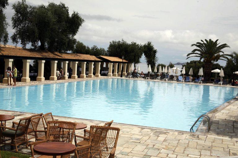 Ηλεία: 18χρονος πέθανε αβοήθητος σε πισίνα ξενοδοχείου | Newsit.gr