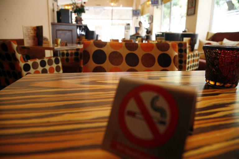 Γιάννενα: Κατέβασαν ρολά για τον αντικαπνιστικό νόμο! | Newsit.gr