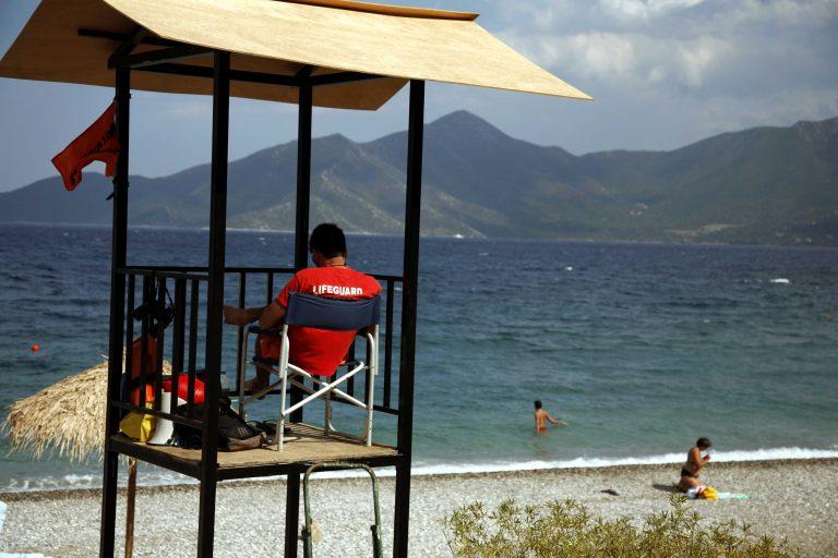 Κρήτη: Παρασύρθηκαν με τα φουσκωτά τους στρώματα δύο ανήλικοι! | Newsit.gr
