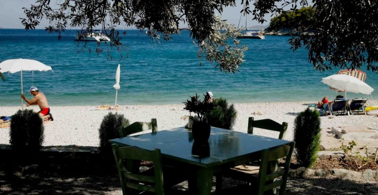 Υποκρισία! 'Εχουμε την λίστα με τα εστιατόρια που παρανομούσαν αλλά ο νόμος δεν μας επιτρέπει να τα αναρτήσουμε! | Newsit.gr